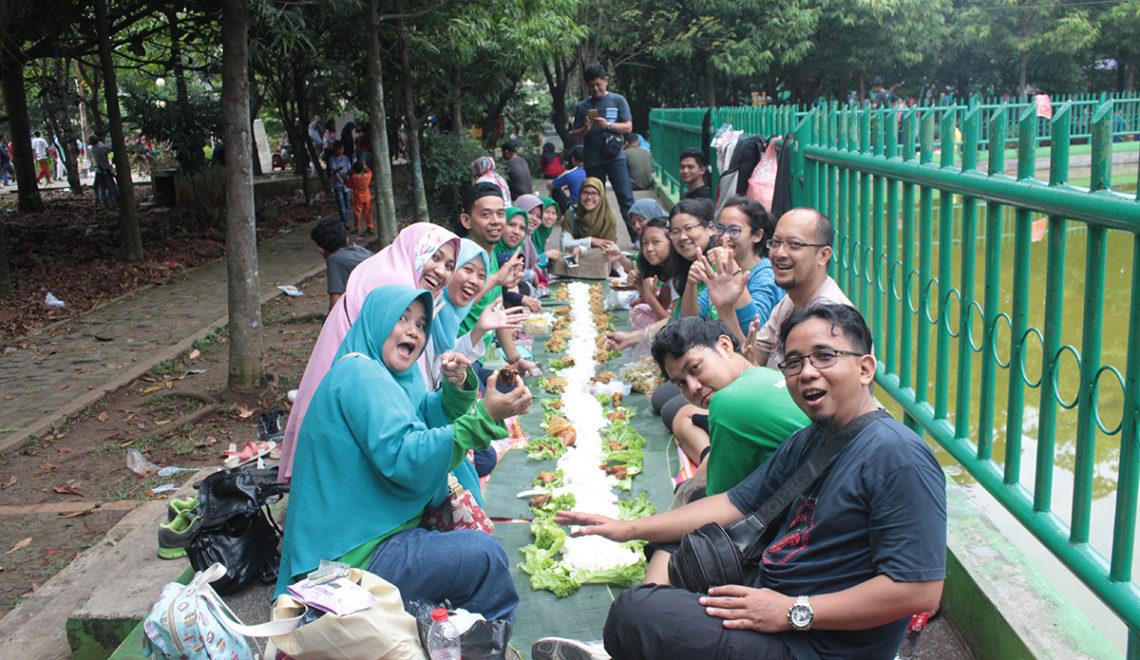 Piknik dan Ngeliwet Seru di Hutan Kota Bekasi Bersama TopCommunity